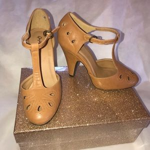 T strap pinup heels 7.5